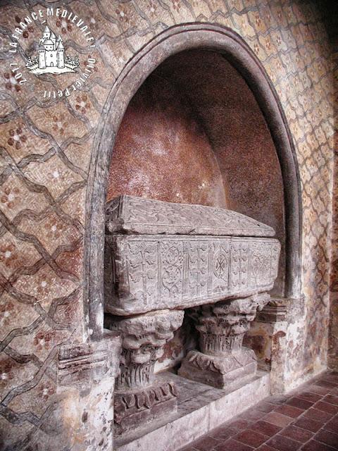 MOISSAC (82) - Sarcophage mérovingien