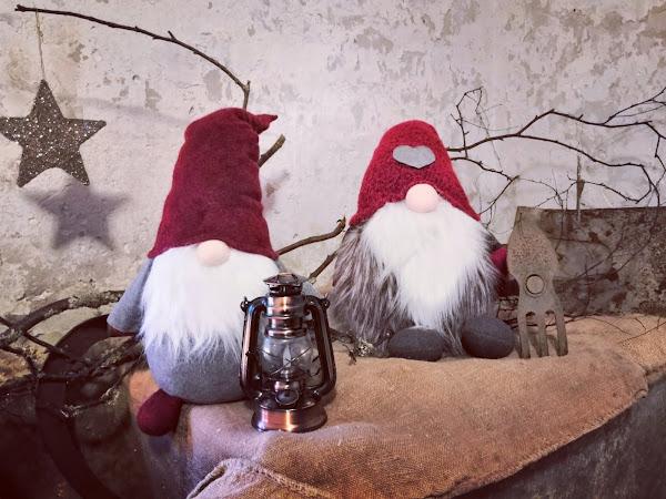 Joululaulujen ruokapöydät notkuvat herkkuja