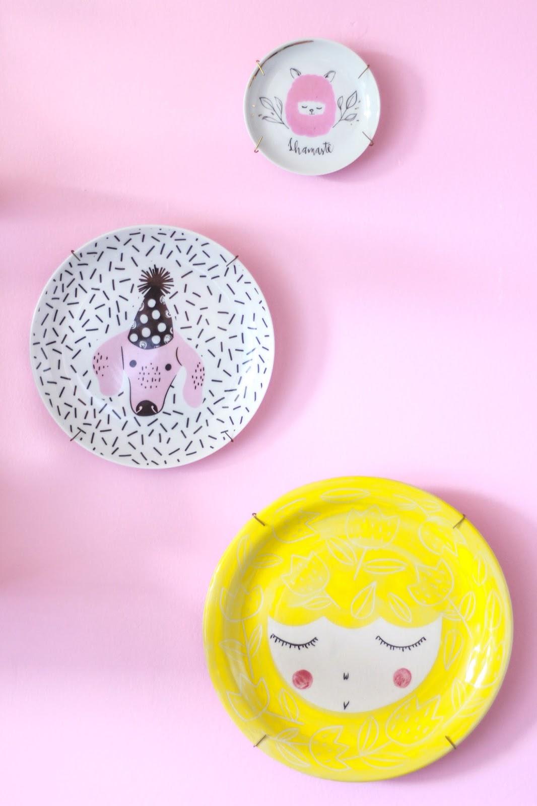 decoração parede com pratos