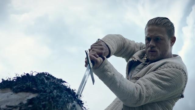 Charlie Hunnam en Rey Arturo, la leyenda de Excalibur