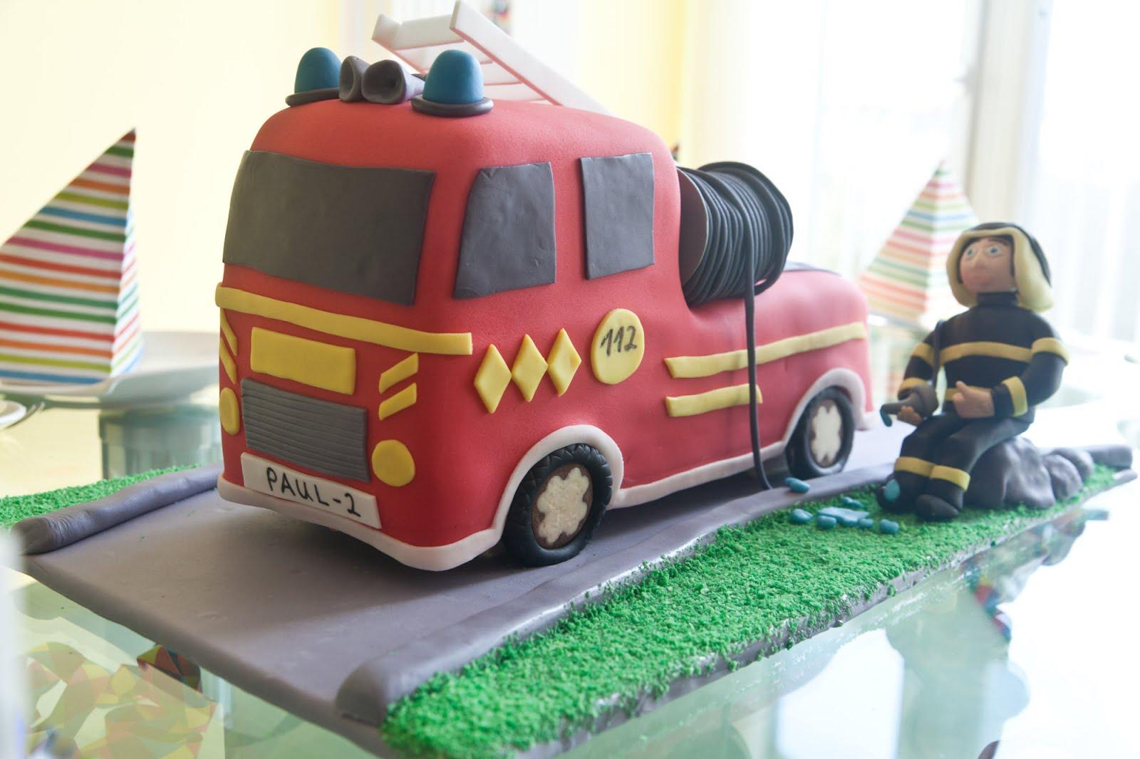 3d Torte Feuerwehrauto Mit Rezept Und Anleitung