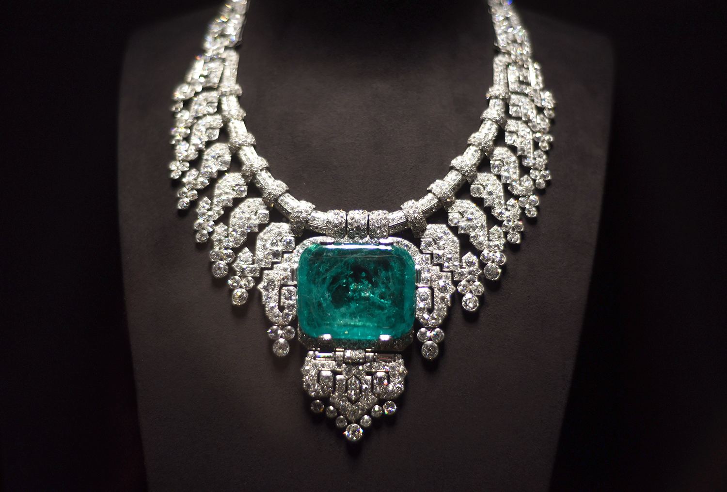 Stylecurated cartier haute joaillerie exhibition for Haute joaillerie cartier