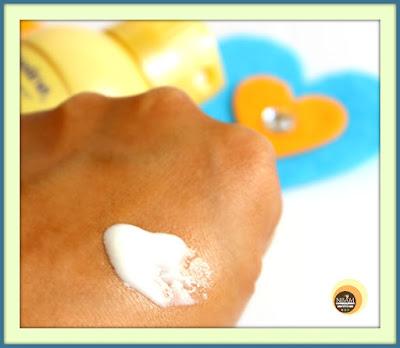 Vaseline Intensive Care Spray Moisturiser Deep Restore Texture