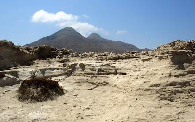 Dunas fosilizadas y volcanes en los Escullos de Cabo de Gata.