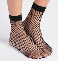 http://www.oysho.com/fr/chaussette-r%C3%A9sille/chaussette-r%C3%A9sille-c0p100641004.html?search-term=chaussettes
