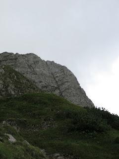 Die Kemptner Kante (rechts von dem markanten Riss) im Überblick