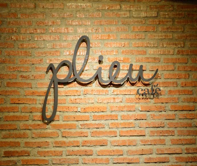 Plieu Café, coffee shop, Nonthaburi, Thailand, Dessert, Honey Toast, Waffles, Cheesecake