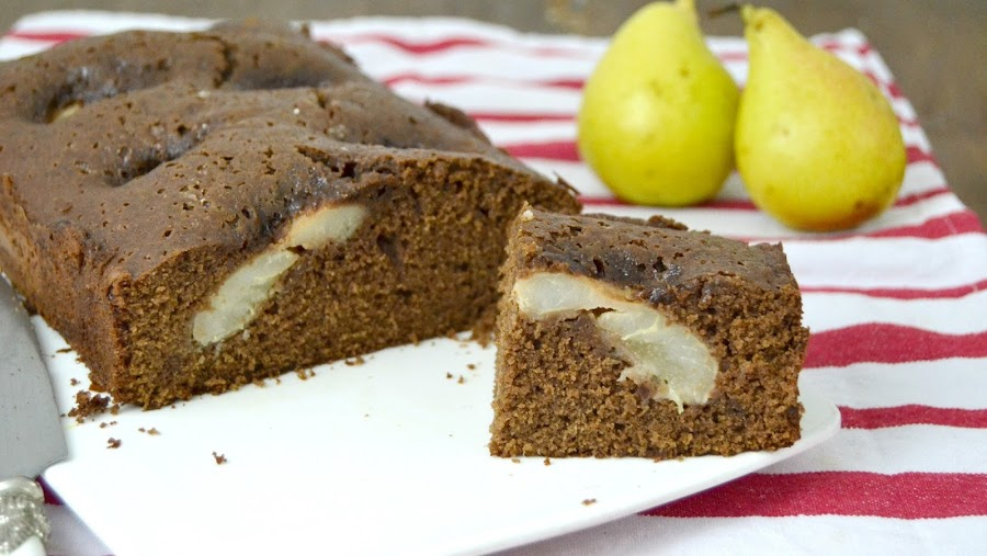 Bizcocho de chocolate con peras receta