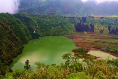Wisata Keluarga ke Kawah Gunung Galunggung
