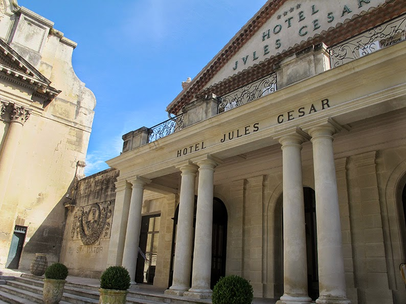 Lost in arles the hotel jules cesar redesigned by for Chambre a arles