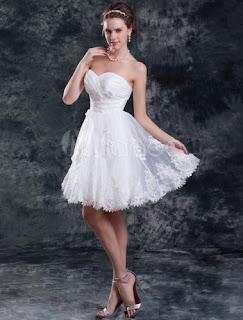 modelo de vestido de casamento curto com renda bordada