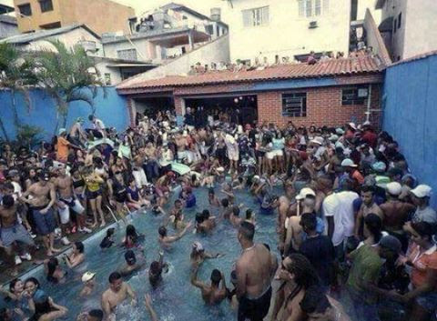 Feriadão na piscina do Lula
