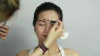 Inner Double Folded Eyelid Makeup -Apply eyebrow mascara on the eyebrow to lighten the original eyebrow color.