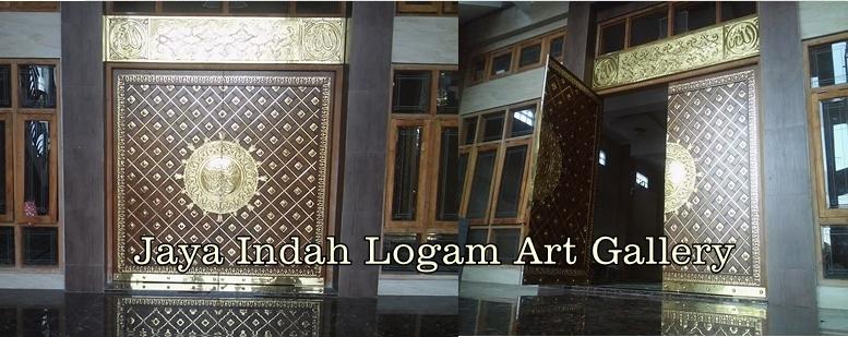 Replika Pintu Masjid Nabawi Kuningan