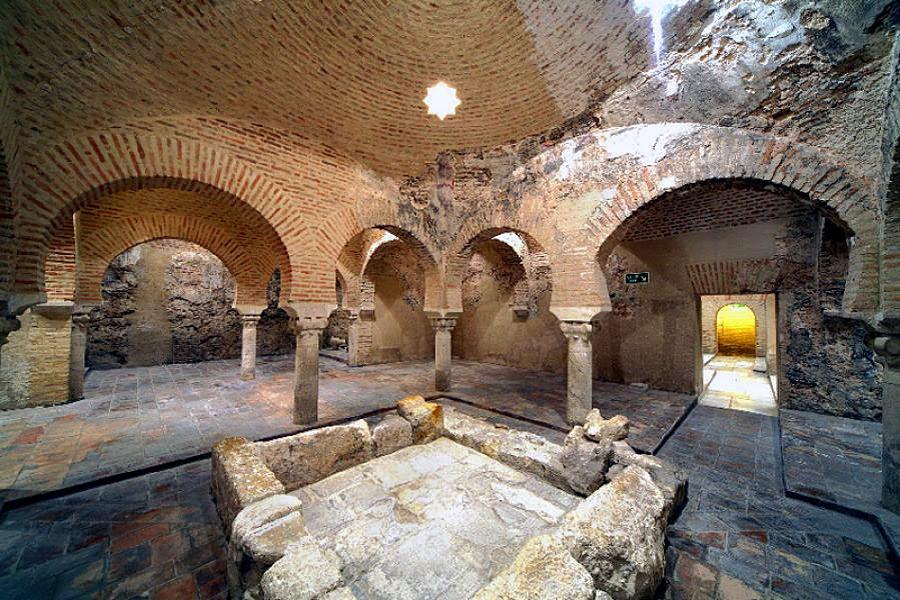 Baños Arabe De Granada:En España, actualmente, existen 18 instalaciones de baños árabes o