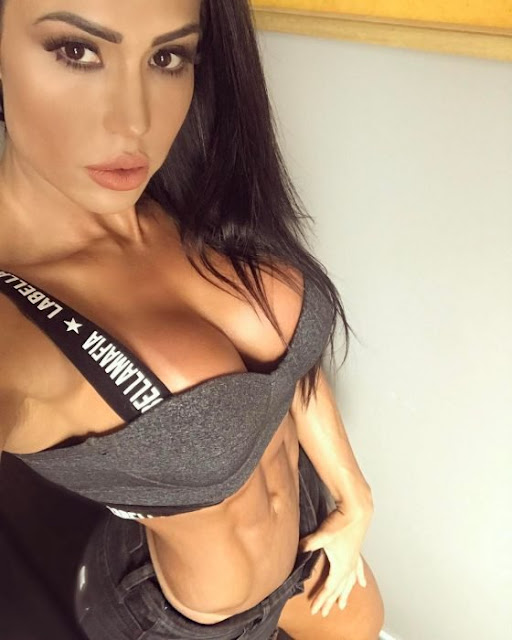 Desenmascaran a otro Instragramer que usa pesas falsas y es mujer