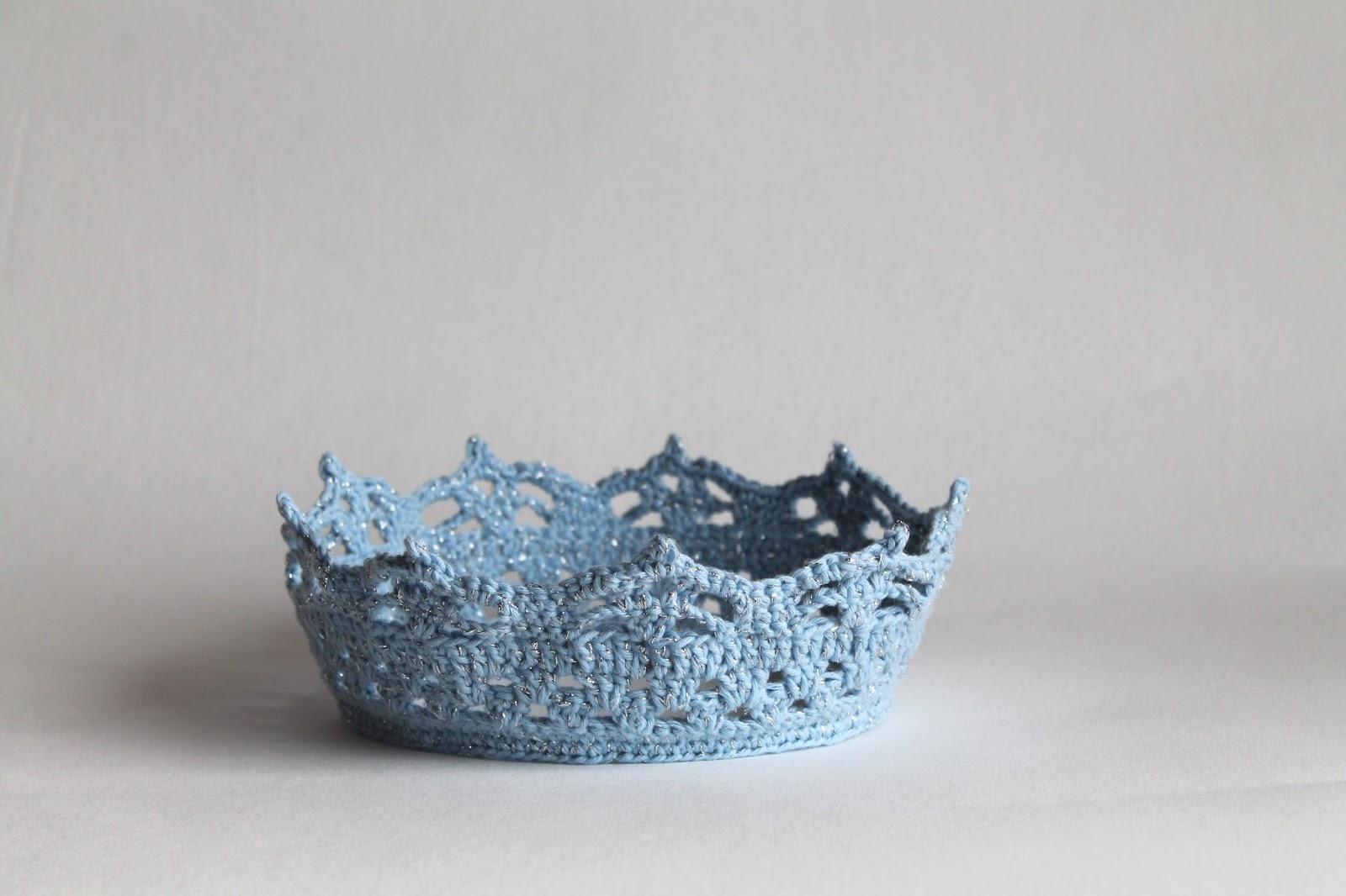 Couronne Bleue Et Argent Au Crochet