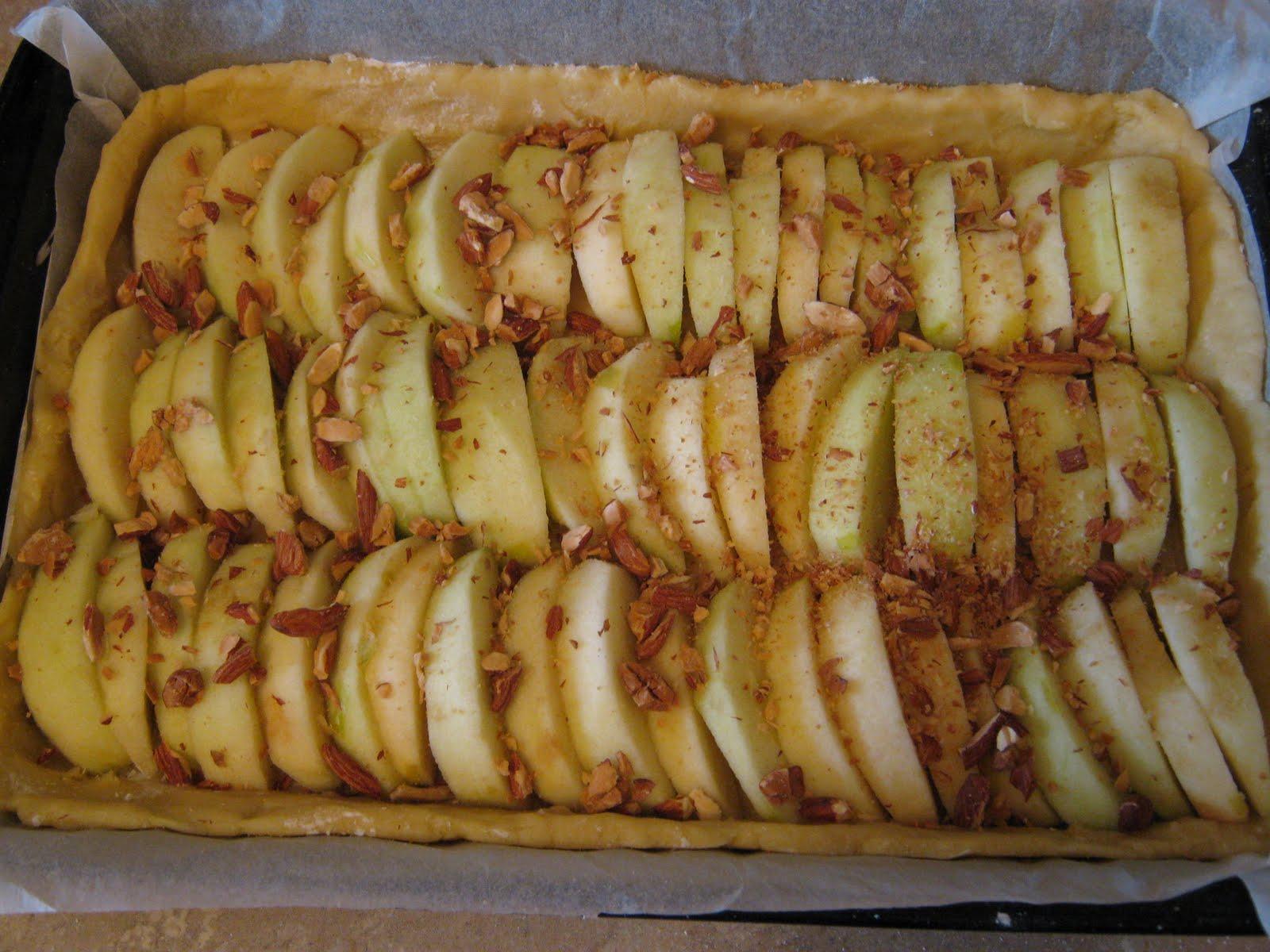 Kirche: Яблочный пирог с заварным кремом