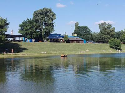 Un paseo por los lagos: bañistas