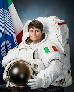 Samantha Cristoforetti in full spacesuit for her official ESA portrait