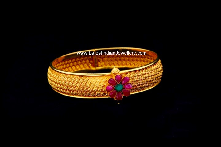 Flower Design Single Gold Bangle