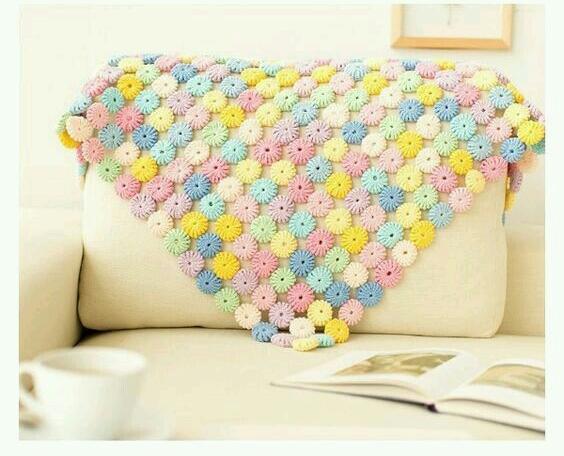 Плед из объемных цветочков-кружочков