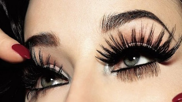 eyeliner and lashes of ladies