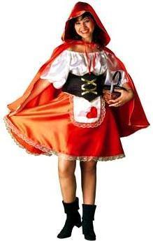 Mujer sonriente con su disfraz de Caperucita Roja