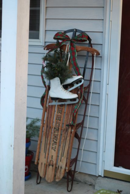our life in a click: Frame + Skates = Holiday Door Decor