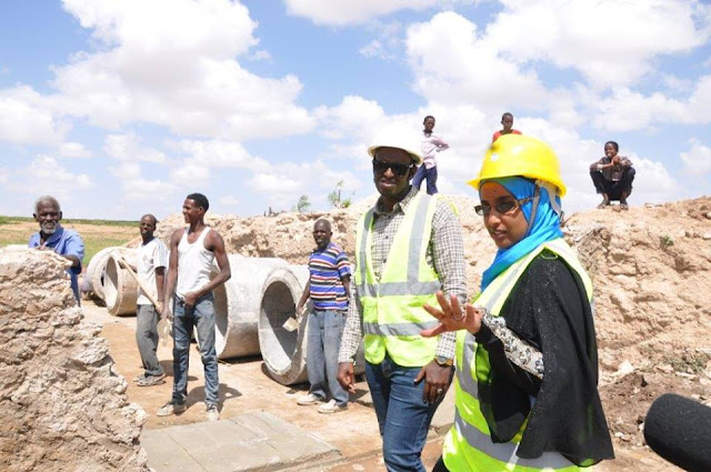 women engineers  interacts with labourers and contractors alike on a construction site in Somaliland.