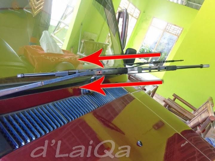 7. pasang wiper blade baru ke wiper arm