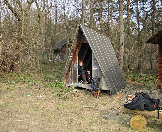 W starym schronie na Przełęczy Hałbowskiej.