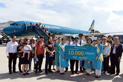 Vietnam Airlines chào đón chuyến bay quốc tế thứ 10.000