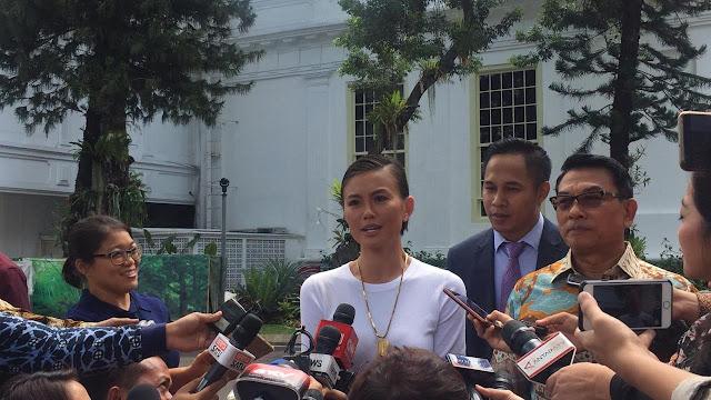 Bertemu Jokowi, Agnez Mo Ngobrol dan Nge-vlog Bareng di Istana