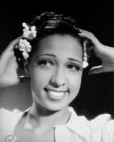 84826f5fb33c Josephine Baker táncosnő, eredeti nevén Freda Josephine McDonald, 1906-ban  született az egyesült államokbeli Saint Louisban. Édesanyja, egy fehér  család ...