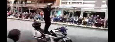 policía en una exhibición de motos en España