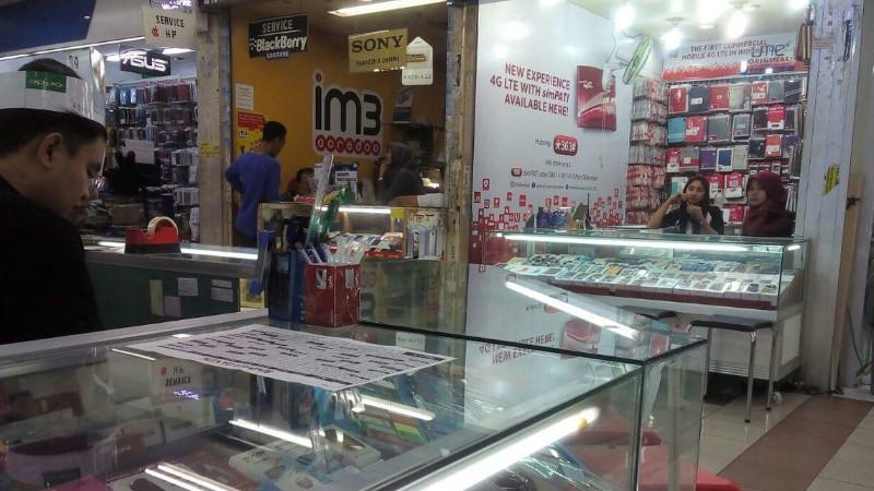 Suasana toko ponsel di Mall Ambassador, Jakarta Selatan