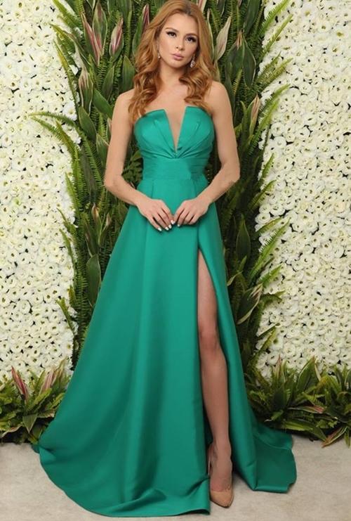 vestido de festa verde longo com fenda