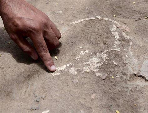Ossadas e objetos históricos surgem sob a terra no entorno de igreja em Itamaracá