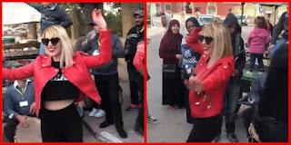 """بالفيديو / نرمين صفر """" شطحة في شوارع توزر """" بعنوان : تتحدى الإرهاب بالرقص !"""