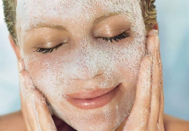 Pouvoir du nettoyant visage - Blog beauté Les Mousquetettes
