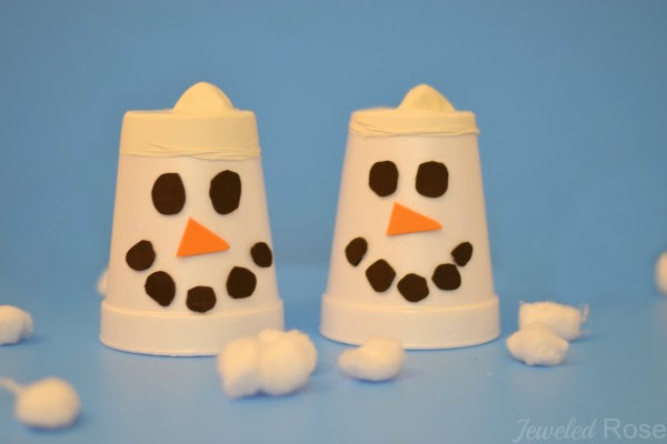 FUN KID PROJECT: Make snow shooters! DIY toy #snowshooters #snowcrafts #snowcraftsforkids #snowrecipes #snowrecipesforkids #snowcraftsfortoddlers #snowrecipeforpreschool #winteractivitiesforkids