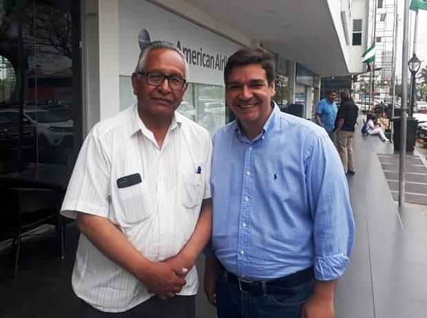 Cárdenas junto al representante del Movimiento 21F en Santa Cruz Oki Paniagua / FACEBOOK
