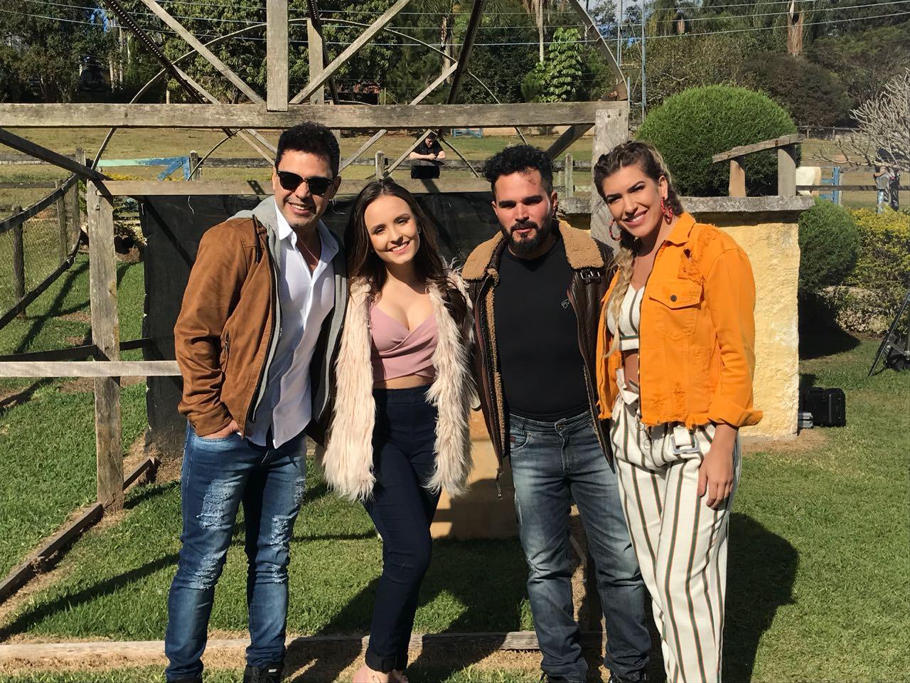 49236fee053 Lore Improta grava clipe com Zezé de Camargo e Luciano e Larissa ...