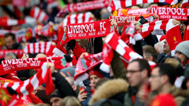 Liverpool-fans-holding-scarves