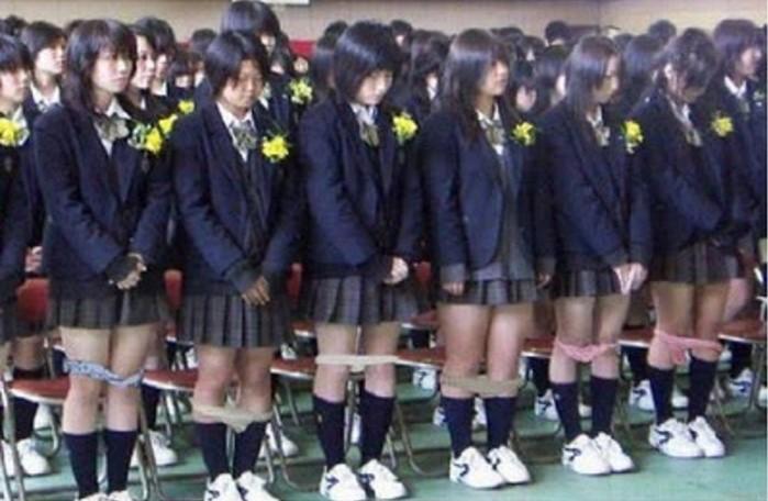 Hasil gambar untuk Siswi Di Jepang Dilarang Pakai Celana Dalam,