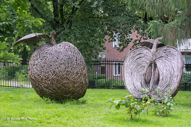 Escultiuras de Tom Hare en el Jardin Botánico de Toyen - Oslo por El Guisante Verde Project