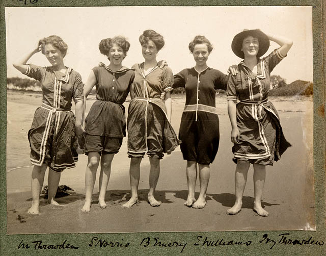 Funny Photos of Beach's Life in Australia in the Past ...