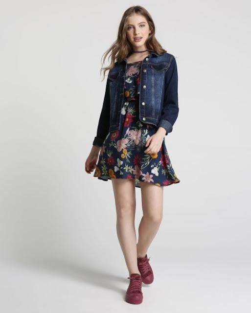 O Vestido Floral é confeccionado em tecido leve de viscose com elastano