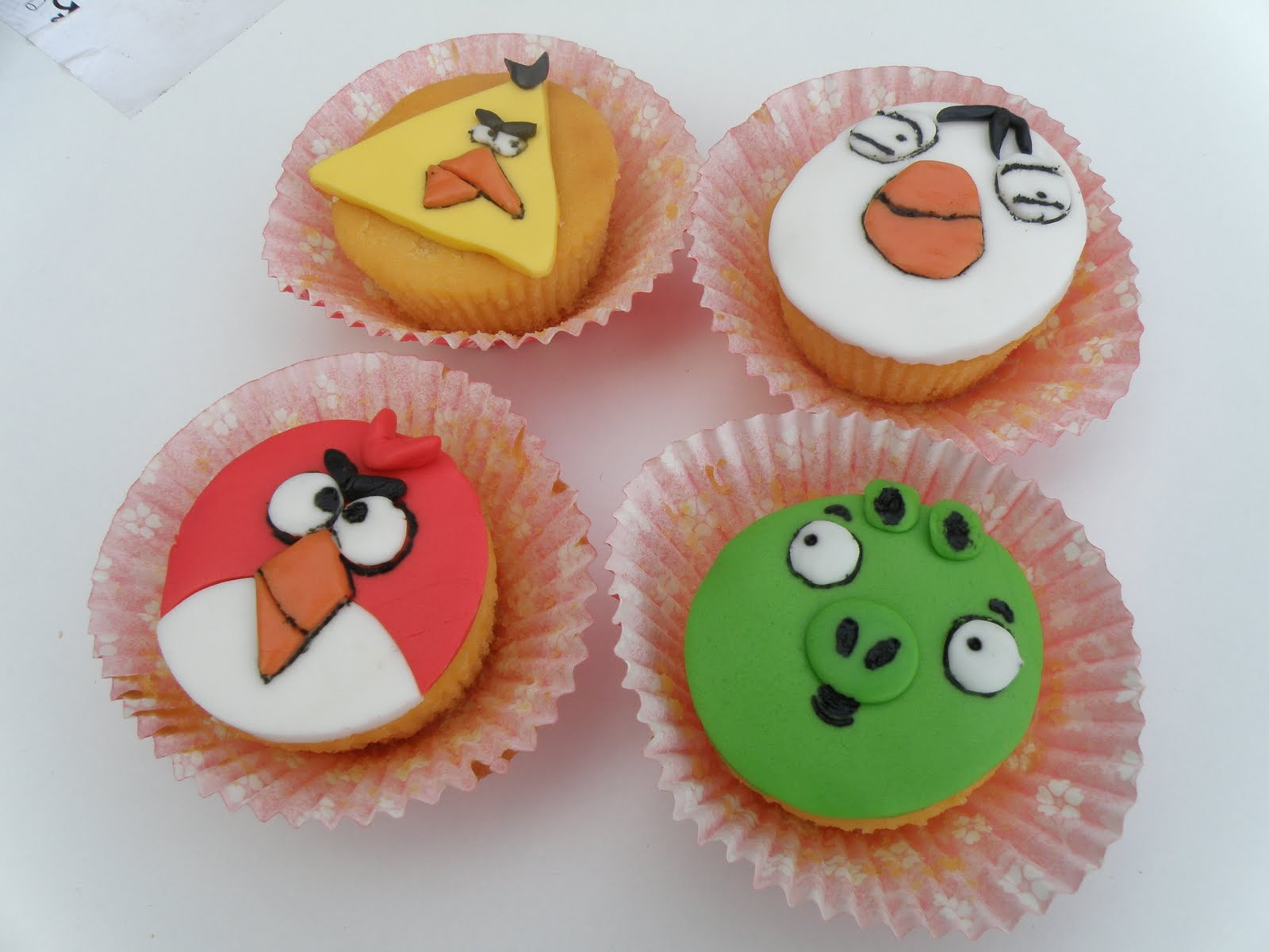 angry birds cup cakes i. Black Bedroom Furniture Sets. Home Design Ideas
